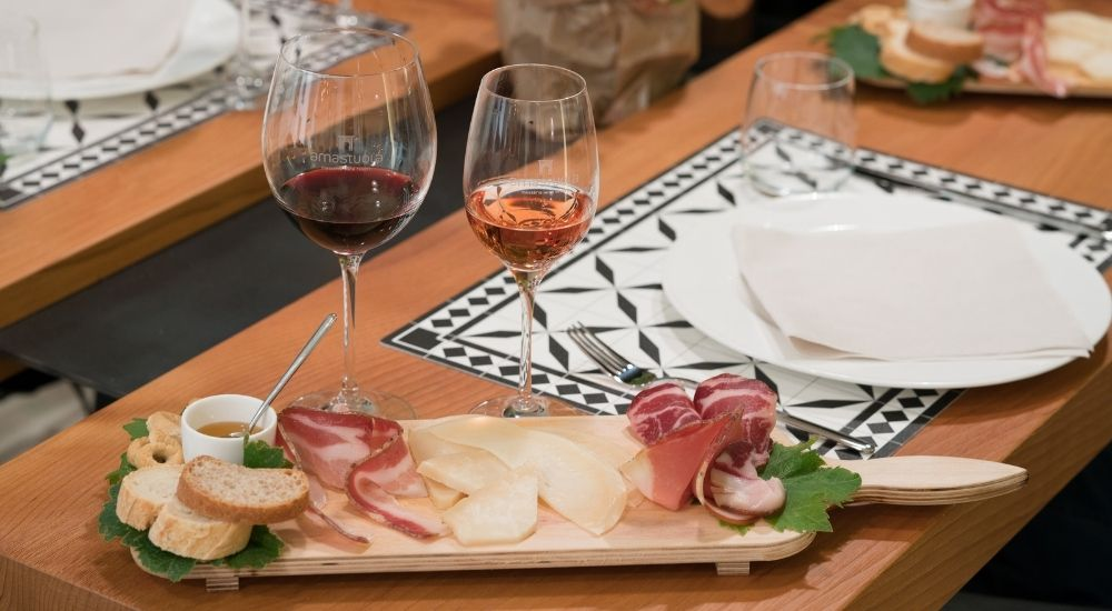 https://www.imprenditoridisuccesso.it/wp-content/uploads/2021/09/Come-aumentare-le-vendite-di-vino-e-cibo.jpg